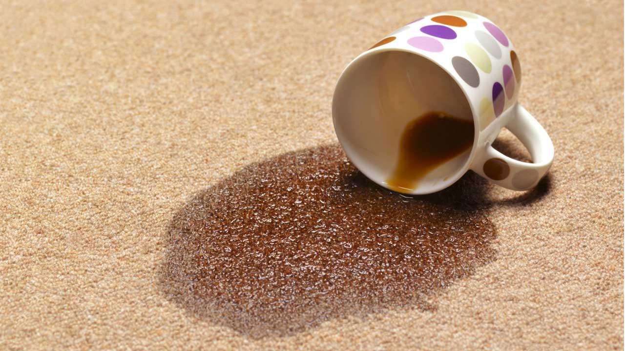 چگونه لکه های فرش را تمیز کنیم؟